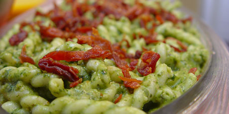 Pasta with Spinach, Walnut and Sage Pesto
